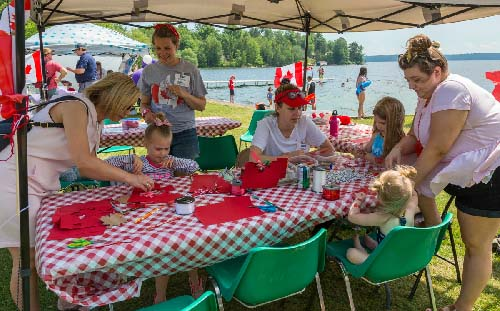 Celebrating Canada Day during FunFest 2019: Library crafts