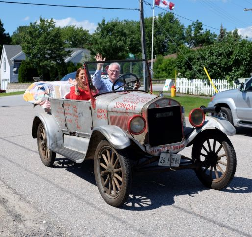John and Carmen Butte pulling up to the museum in the Ford Model T