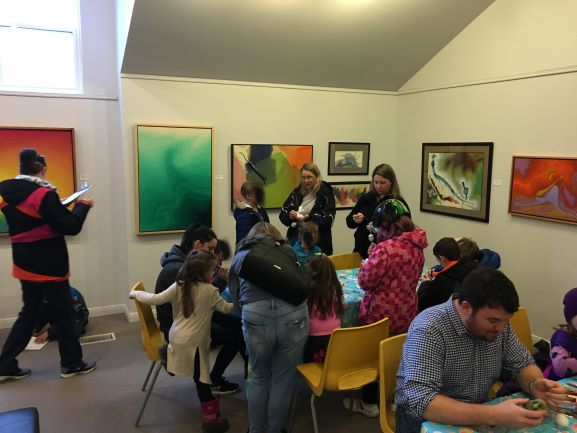 Families make crafts in the art gallery
